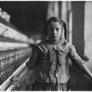 Immagine di L. Hine, Collezione National Child Labor Committee (NCLC), 1908, custodita presso la Library of Congress.